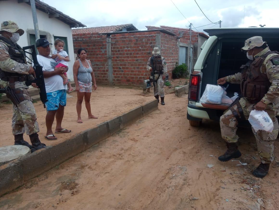 Cipe Nordeste faz a entrega de cesta básica para família carente em Tucano