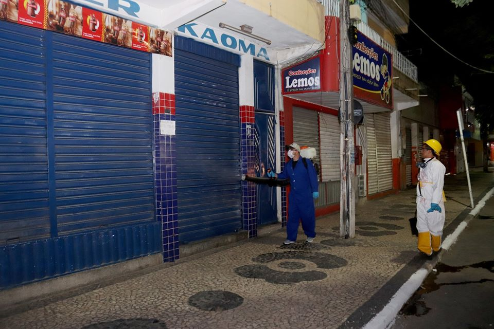 Prefeitura realiza limpeza e desinfecção de ruas em Araci