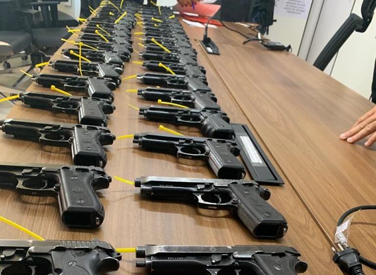 Guarda Municipal de Tucano recebe doação de armas da PRF
