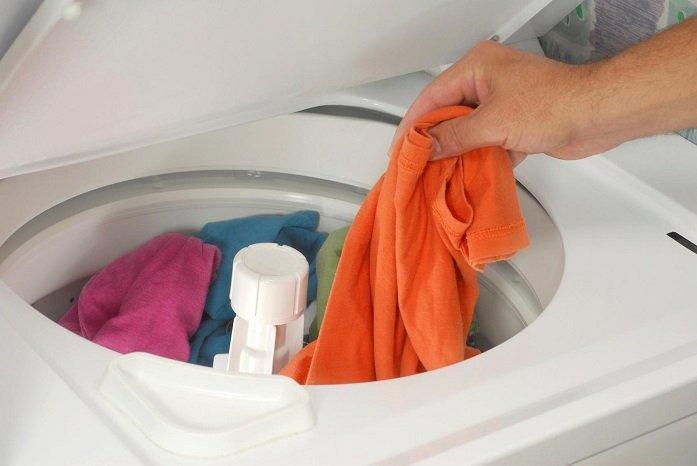 Idosa morre eletrocutada enquanto usava máquina de lavar em ...