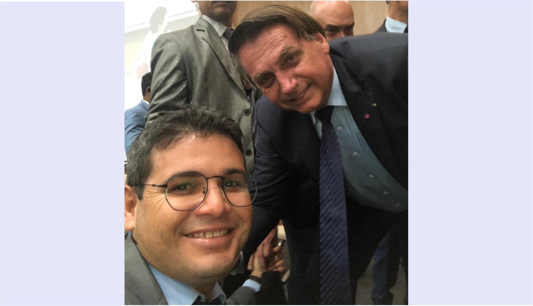 Vereador de Araci registra momento com presidente Jair Bolsonaro durante evento religioso em Salvador