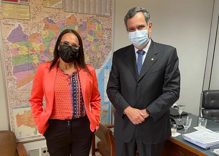 Em busca de recursos, Keinha faz primeira viagem oficial à Brasília como prefeita de Araci
