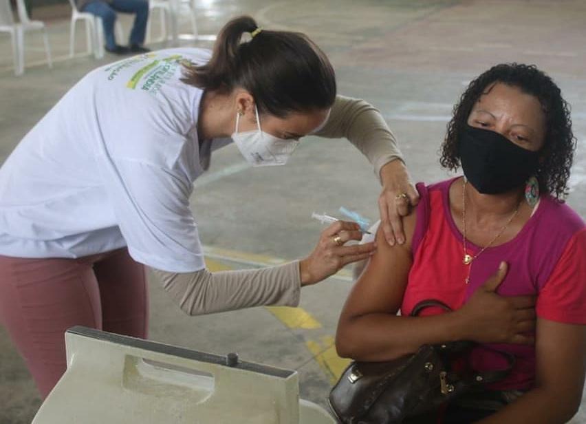 Região sisaleira: Teofilândia avança na vacinação e começa a imunizar pessoas a partir de 35 anos