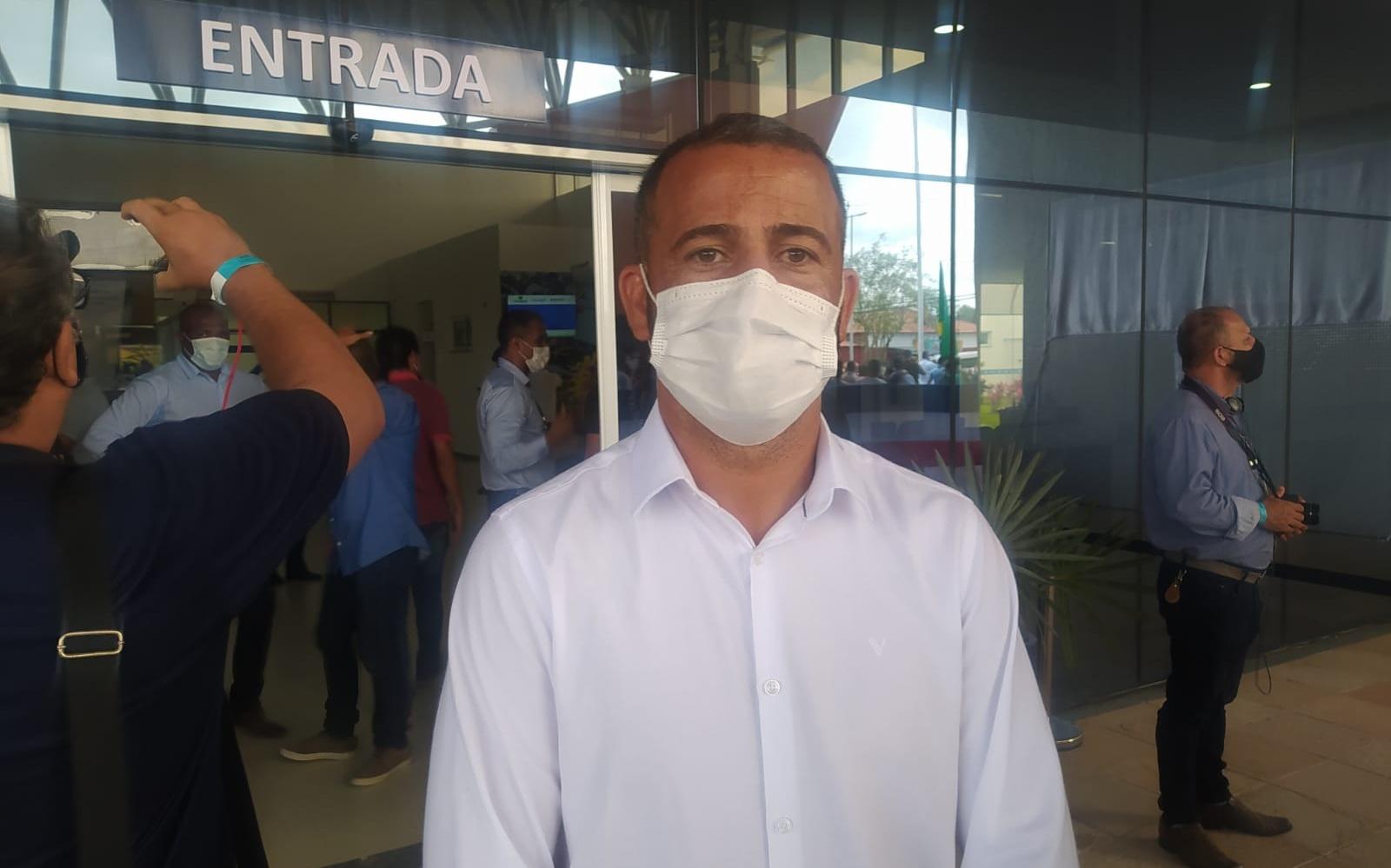 """""""É um sonho,"""" comemora Higo Moura, prefeito de Teofilândia, na entrega da Policlínica em Serrinha"""