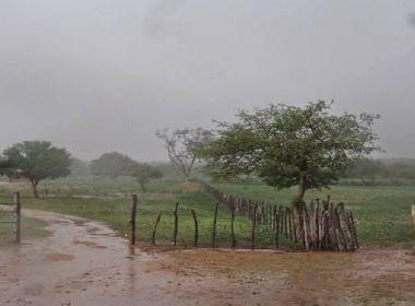 Chuvas alagam ruas em Valente, Central, Juazeiro, Barreiras e Camamu