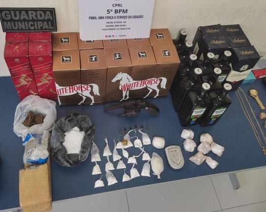 Dois homens e uma mulher são presos por tráfico de drogas em Tucano
